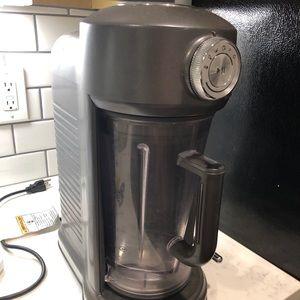 Kitchen aid magnetic torrent grey blender